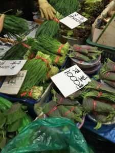 韓国の市場で売られている荏胡麻