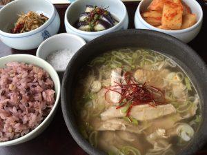 鶏スープとキムチ